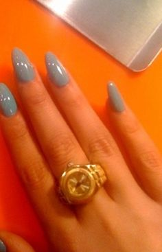 Grey Pointed Nails.. Surprised I like these! Wish I could try them!!