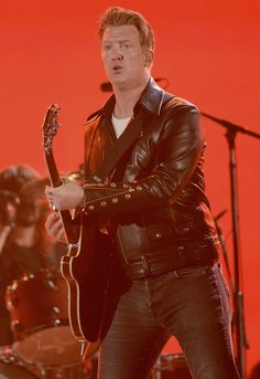 Josh Homme Queens of the Stone Age. Producers pulled the plug and ran ads. RUDE BZZZzz.