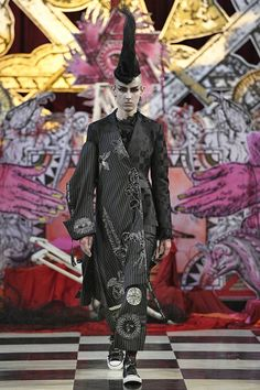 See all the Collection photos from Dilara Findikoglu Spring/Summer 2018 Ready-To-Wear now on British Vogue Catwalk Fashion, Dark Fashion, High Fashion, Fashion Show, Fashion Design, Women's Fashion, Dilara Findikoglu, Androgynous Fashion, Spring Summer 2018