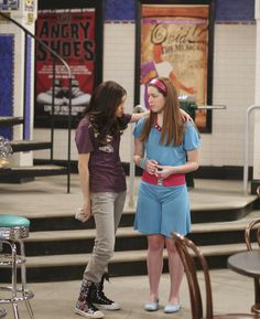 Selena Gomez as Alex Russo in Wizards Of Waverly Place. Disney Channel, Hannah Montana Tv Show, Selena Gomez Child, 2000s Fashion, Fashion Outfits, Jake T Austin, Jennifer Stone, Alex Russo, Wizards Of Waverly Place