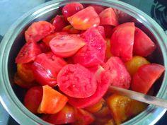 Con estos #tomates nos va a salir una salsa rica rica... También podemos hacer conservas y disfrutarla todo el año, mmm!!  #hotelruralAsturias #hotelrural #hotelconencanto #turismoasturias #asturiasven #asturiasparaísonatural