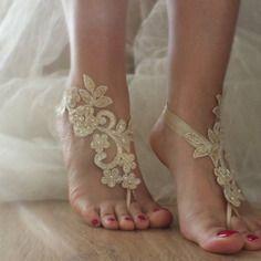 Champagne perles sandales aux pieds nus mariage de plage