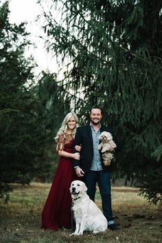 It's that time of the year for Christmas cards! Ever since I was little, I have … – Christmas DIY Holiday Cards Christmas Card Photo Ideas With Dog, Christmas Pictures Outfits, Family Christmas Outfits, Family Christmas Pictures, Family Christmas Cards, Christmas Couple, Holiday Photos, Family Holiday, Family Pictures