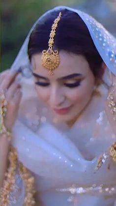 Party Wear Indian Dresses, Indian Bridal Outfits, Indian Fashion Dresses, Bridal Dresses, Indian Wedding Video, Wedding Videos, Engagement Mehndi Designs, Bridal Portrait Poses, Wedding Lehenga Designs