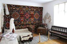 Interior romanesc din Tulcea, Dobrogea Costum popular din Tulcea Romania, Interior, Kitchen Decor, Costume, Country, Artist, House, Decorating, Decor