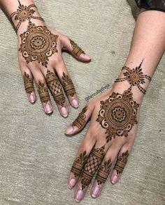 Henna Hand Designs, Dulhan Mehndi Designs, Circle Mehndi Designs, Mehndi Designs Finger, Mehendi, Modern Mehndi Designs, Mehndi Designs For Girls, Mehndi Design Photos, Wedding Mehndi Designs