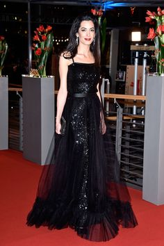 Amal Clooney at the premier of Hail, Caesar!, in a 1981 Yves Saint Laurent dress from William Vintage (Getty) Amal Clooney, George Clooney, Celebrity Red Carpet, Celebrity Dresses, Celebrity Style, Madame Gres, Daily Fashion, Look Fashion, Vintage Wardrobe