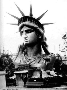 Statue of Liberty under construction; Display of Statue of Liberty at the Universal Exhibition, Paris, 1878 (Charles Marville) New York Harbor, Happy July, Paris Photos, France Photos, Historical Pictures, Cultura Pop, Tour Eiffel, World History, History Pics