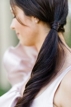 Simple ponytail: http://www.stylemepretty.com/little-black-book-blog/2015/02/25/dazzling-hot-pink-wedding-inspiration-a-pop-of-confetti/ | Photography: Caroline Lima - http://www.carolinelima.com/
