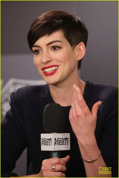 Anne Hathaway: Near Drowning Stories Were False! | anne hathaway near drowning stories were false 10 - Photo
