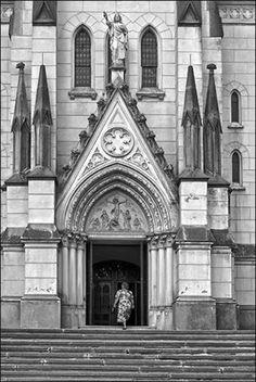 Kőszeg Jézus szíve római katolikus plébániatemplom. A főtéren álló, 57 m magas tornyú, eklektikus stílusú templomot a bécsi Ludwig Schöne tervei alapján építették, 1892-1894 között. Hungary. Foto: Tóth-Piusz István