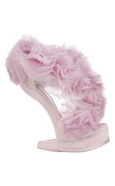 Manual de uso del rosa para este invierno: zapatos de Alexander McQueen