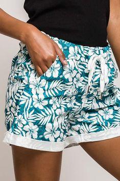 Dámske tyrkysovo-biele kvetované kraťasy Casual Shorts, Women, Fashion, Moda, Fashion Styles, Fashion Illustrations, Woman