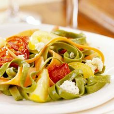 To make this 20-minute supper, toss spinach fettuccine with green onion, carrots, dried tomatoes, and red and yellow tomatoes: http://www.bhg.com/recipes/pasta/easy-pasta-recipes/?socsrc=bhgpin022314trattoriastylespinachfettucine&page=26