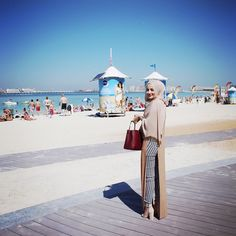RUBA ZAI @hijabhills Instagram photos   Websta Modern Hijab Fashion, Street Hijab Fashion, Islamic Fashion, Muslim Fashion, Modest Fashion, Love Fashion, Girl Fashion, Simple Hijab, Hijab Casual