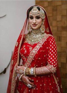 Indian Bridal Jewelry Sets, Indian Bridal Fashion, Bridal Bangles, Traditional Blouse Designs, Modern Traditional, Tikka Designs, Mehndi Designs, Pink Bridal Lehenga, Stylish Blouse Design