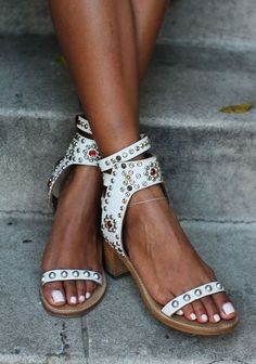 Isabel Murant  Pretty.  I don't like much of a heel but these are perfect.