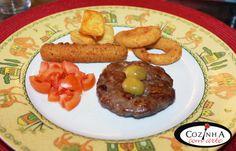 Cozinha com Arte: Hamburger de porco preto com aros de cebola