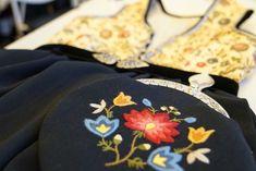 Plattsaum. Wool embroidery on wool drape. Rogalandsbunad in dark blue. Made by Kari Sveen in Sidserk Systue.