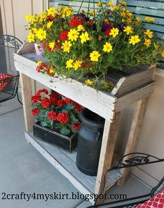 2 Crafty 4 My Skirt: Potting Bench from Old Pallets This would be a great Mothers Day gift.