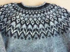Bilderesultat for lopi knitting riddari Knitting Wool, Fair Isle Knitting, Baby Sweaters, Wool Sweaters, Knitting Designs, Knitting Patterns, Norwegian Knitting, Baby Sweater Patterns, Nordic Sweater