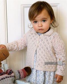 Вязаный спицами ажурный жакет для девочки от рождения до года