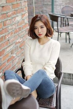Her hair is brown and everything! -freaks out- NNYYXX! Her hair is brown and e Korean Short Hair, Short Brown Hair, Girl Short Hair, Short Girls, Hair Styles 2016, Medium Hair Styles, Short Hair Styles, Short Hair Outfits, Chica Fantasy