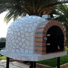 The outdoor pizza oven VICTRUS Premium is shipped in a block , no assembly is required. The oven is made in several layers. The pizza oven is cover in coloured mosaic, red, blue, black or white. Pizza Oven Outside, Indoor Pizza Oven, Diy Pizza Oven, Pizza Ovens, Brick Oven Outdoor, Outdoor Bbq Kitchen, Outdoor Cooking, Oven Diy, Outdoor Living
