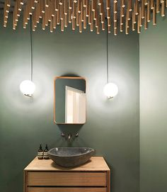 5 ways to give new life to wood furniture - Modern Bad Inspiration, Bathroom Inspiration, Bathroom Assessories, Madeira Natural, Powder Room Design, Yellow Bathrooms, Modern Bathrooms, Beautiful Bathrooms, Luxurious Bathrooms