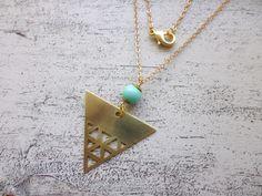 Messingkette mit Dreieck-Anhänger und Perle in Türkis / hipster necklace, triangel, turquoise by MiMaMeise via DaWanda.com