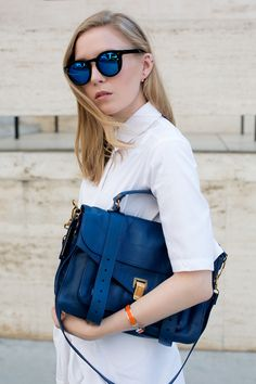 Blue satchel, looks great with white outfits! Moda Fashion, Runway Fashion, Womens Fashion, Fashion Trends, Ps1 Bag, Squad, Casual Outfits, Fashion Outfits, White Outfits
