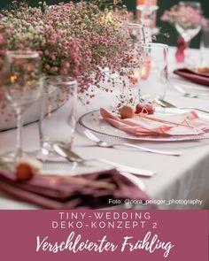 Wir präsentieren Euch drei Deko-Konzepte für Eure Tiny Wedding (Hochzeit im kleinen Kreis). Sie sind auch ohne Florist vor Ort leicht zu arrangieren, Details lassen sich je nach Geschmack gut variieren und sie stehen in Style und Glamour einer großen Tischdeko in nichts nach. Für alle Infos und Fotos folgt einfach dem Link. Fotografie: Nora Peisger Photography Wedding Decorations, Table Decorations, Glamour, Link, Ideas, Home Decor, Pictures, Concept, Simple