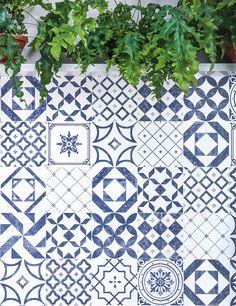 O ponto de partida para a criação da nova linha Algarve foram os azulejos encontrados ao sul de Portugal. Recriados sob um olhar contemporâneo e minimalista, as formas e tons de azul de sua superfície intensificam a elegância dos ambientes, criando espaços marcantes e com identidade! #portobello_sa #portobellolovers #PuraMateria #Algarve #Mix #lançamento #coleçao2017 #azulejaria #decor #decoraçao #arquitetura #architect #design #interiordesign #home #homedecor #white #blue #wall