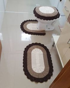 Crochet Bathroom Game: 56 Step by Step Templates Crochet Doilies, Crochet Flowers, Crochet Stitches, Crochet Baby Dress Pattern, Crochet Home Decor, Bathroom Sets, Rug Making, Decoration, Granny Square Blanket