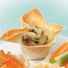 Wonton Wrapper Appetizers Recipe -I get repeated requests for this easy-to-prepare appetizer. It's one of the first to disappear from the table. Wonton Wrapper Appetizers, Wonton Recipes, Wonton Wrappers, Finger Food Appetizers, Yummy Appetizers, Appetizers For Party, Finger Foods, Appetizer Recipes, Sausage Appetizers