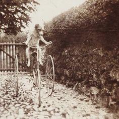 Easy as riding a bike? #pawnation #animals #dogs #vintage #blackandwhite