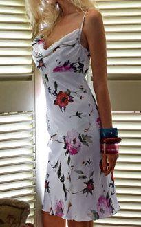 Patrones de vestidos gratis para imprimir en casa Burda Style corte imperio cuello bobo