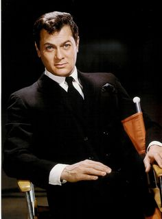 Tony Curtis (1925-2010) Hollywood Star, Hollywood Fashion, Classic Hollywood, Joining The Navy, Most Handsome Actors, Tony Curtis, New York Street, Classic Films, Old Movies