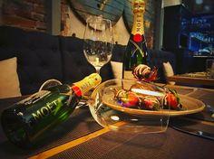 Happy Valentine's Day make love S Mo, Happy Valentines Day, White Wine, Vodka, Alcoholic Drinks, Strawberry, Restaurant, Chocolate, Dinner