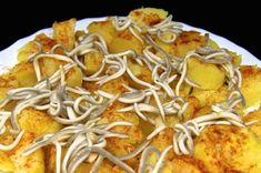 Patatas al microondas con pimentón y gulas. Aprende a cocer patatas en el microondas y sírvelas con una delicada presentación a base de gulas, pimentón, aceite de oliva virgen extra y sal. No se me ocurre nada mejor para acompañar estas deliciosas patatas :P