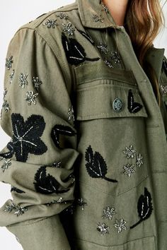Embroidered Clothes, Embroidered Jacket, Denim Fashion, Boho Fashion, Chic Outfits, Fashion Outfits, Jumper Outfit, Mode Jeans, Fashion Details