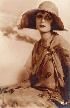unknown, 1920s 20's - www.fashion.net/