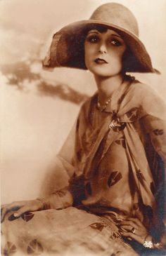 I believe this is Mary Astor