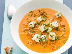 Paprika-Hack-Suppe mit Schafskäse Rezept | EAT SMARTER