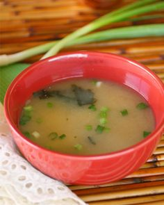 Meatless Monday: Easy miso soup with tofu 4 cups water 1/3 cup yellow miso 8 ounces firm silken tofu, cut into small cubes 2 green onions, chopped 2 tablespoons nori seaweed, ripped into small pieces 1/2 teaspoon sesame oil