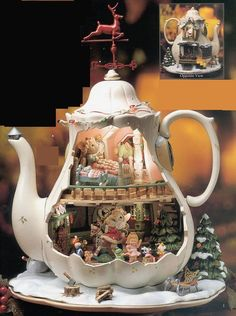 Enesco Tea~Pot with Mice Scenes Music Box. Vitrine Miniature, Miniature Rooms, Miniature Houses, Decoration Evenementielle, House Mouse, Teapots And Cups, The Night Before Christmas, Miniture Things, Tea Set