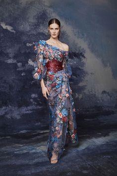 Marchesa Fall 2020 Ready-to-Wear Fashion Show - Vogue Couture Mode, Style Couture, Couture Fashion, Beautiful Gowns, Beautiful Outfits, Floral Fashion, Fashion Dresses, Vintage Fashion, Boho Fashion