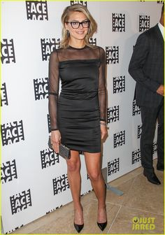 Best known for playing Jane on ABC's Happy Endings here's Eliza Coupe working the red carpet with a Swarovski black crystal Fabulous clutch