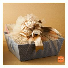 This Diwali, light up the lives of your loved ones with beautiful customizable gift hampers. Bridal Gift Wrapping Ideas, Creative Gift Wrapping, Creative Gifts, Eid Gift Ideas, Eid Hampers, Diwali Gift Hampers, Diwali Gift Box, Ramadan Gifts, Wedding Gift Hampers