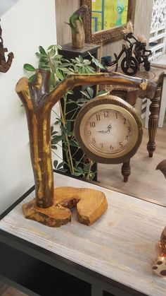 Home Decor Ideas With Natural Wood And Branch Crafts You Can Try 01 Handmade Home Decor, Handmade Wooden, Driftwood Projects, Wall Clock Design, Diy Clock, Wood Clocks, Log Furniture, Wood Creations, Wooden Art